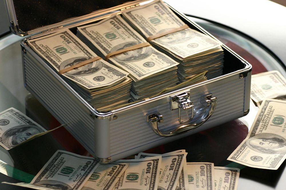 abundance-bank-banking-banknotes-259027 (1)_opt